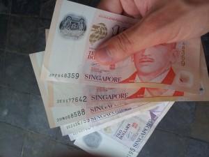 Singapore_banknotes_-_20120205