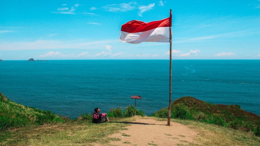 Indonesian Flag Shore